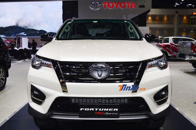 Toyota Fortuner TRD Sportivo 2 được trang bị lưới tản nhiệt mới