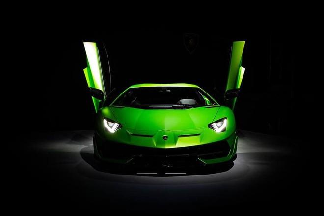 Giá bán xuất xưởng của siêu xe Lamborghini Aventador SVJ trên nửa triệu đô la