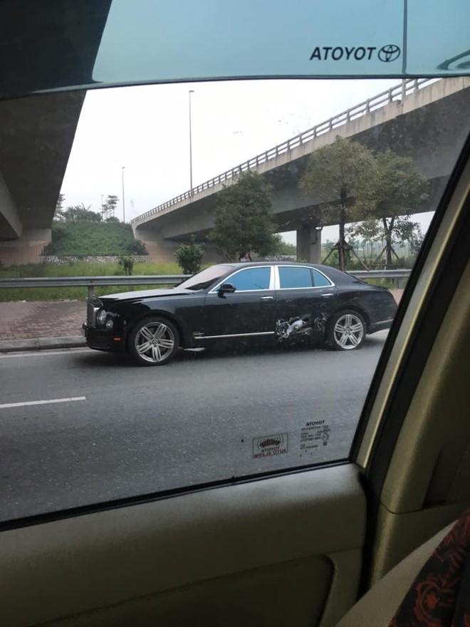 Xe siêu sang Bentley Mulsanne hư hỏng nặng sau tai nạn với 3 chiếc ô tô khác tại Hà Nội
