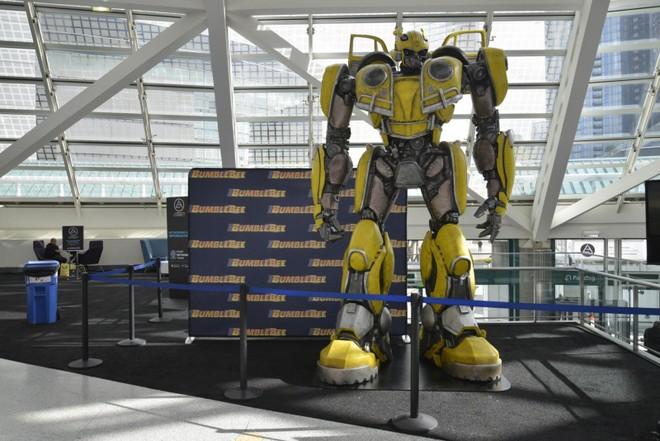 Mô hình Bumblebee kích thước thực được trưng bày ở Triển lãm Ô tô Los Angeles 2018
