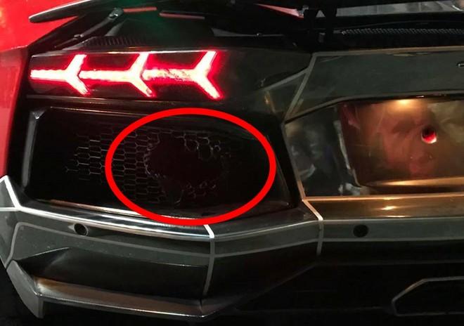 Thiệt hại của chiếc siêu xe Lamborghini Aventador LP700-4 là 1 bên lưới tản nhiệt bị cháy sém