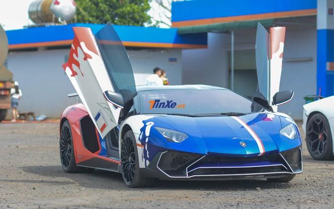 Còn đây là bộ áo của chiếc siêu xe Lamborghini Aventador LP750-4 SV Coupe từng của Minh Nhựa