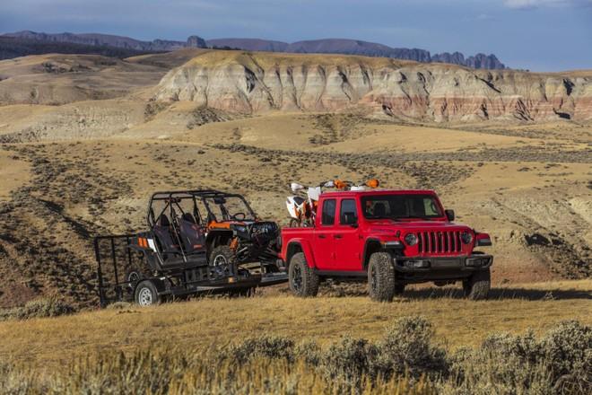 Jeep Gladiator 2020 có trọng tải 725 kg và trọng tải rơ-moóc là 3.470 kg
