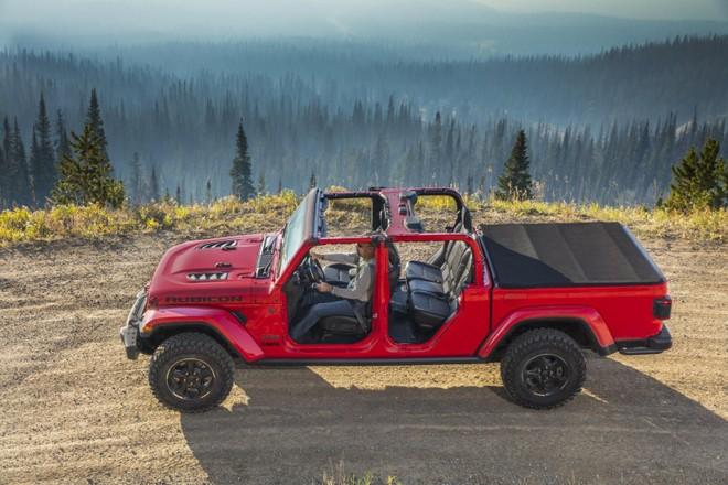 Jeep Gladiator 2020 có khả năng tháo lắp mui linh hoạt