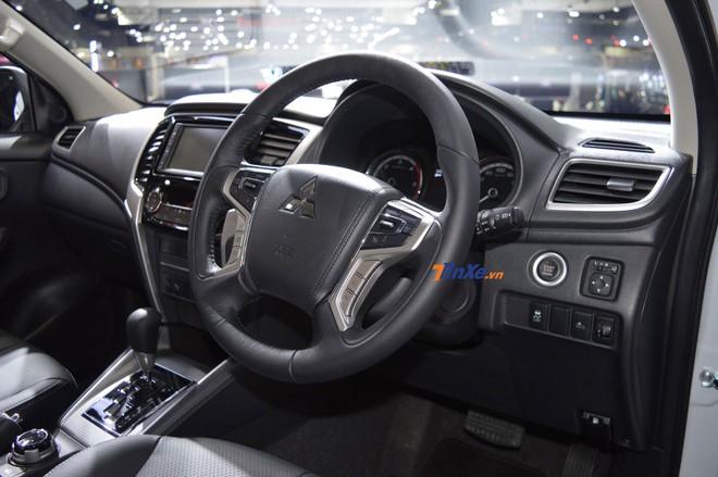 Cận cảnh vô lăng của Mitsubishi Triton 2019