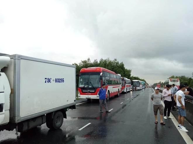 Vụ tai nạn trong hầm Hải Vân khiến giao thông bị ùn tắc nghiêm trọng