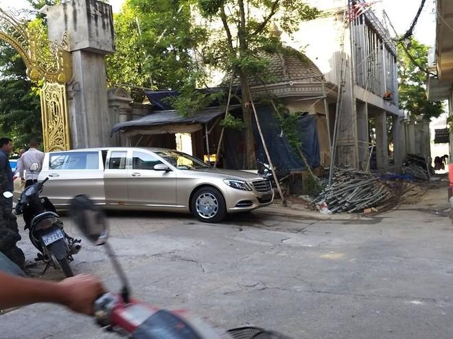 Mercedes-Maybach S600 Pullman trên đường phố Campuchia