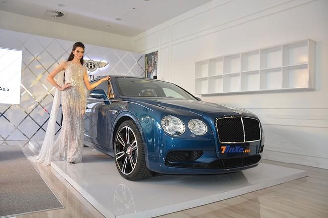 Bentley Flying Spur V8 S mang màu xanh Marlin