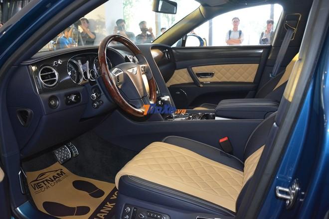 Đây là nội thất chiếc Bentley Flying Spur V8 S mang màu sơn xanh