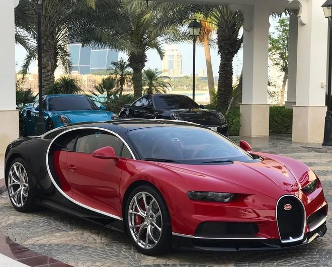 Siêu xe Bugatti Chiron màu đỏ phối đen của vợ chồng Tiểu vương Qatar