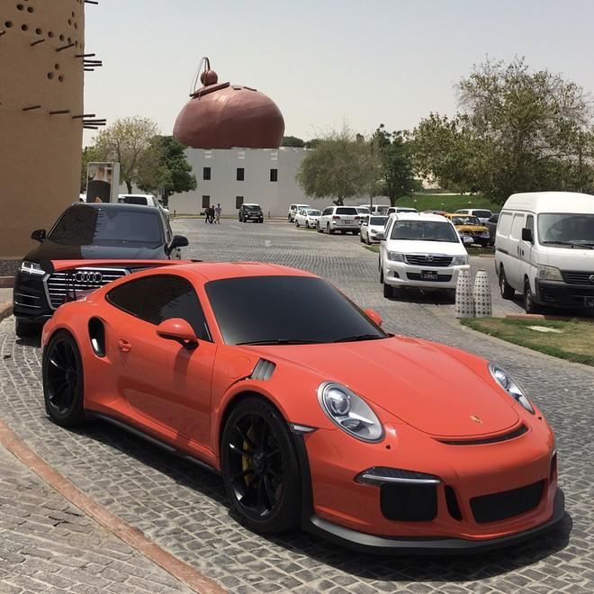 Một số chiếc xe khác trong bộ sưu tập 4 bánh của vợ chồng Tiểu vương Qatar