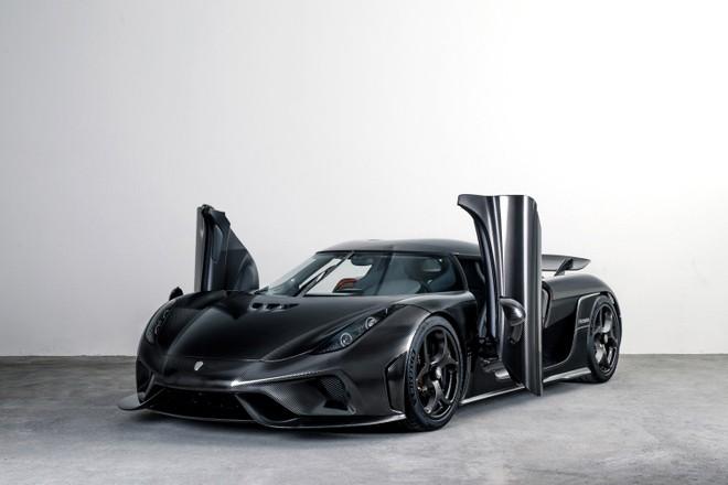 Bộ áo này do Koenigsegg Naked Carbon tạo ra