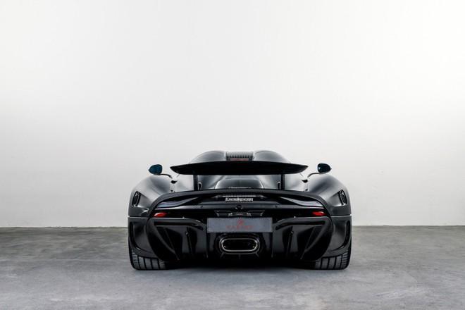 Sợi carbon xuất hiện không chỉ ở dàn áo của chiếc Koenigsegg Regera này