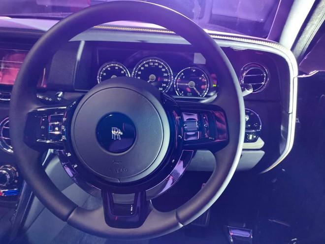 Rolls-Royce Cullinan được trang bị trái tim V12, tăng áp kép, dung tích 6.75 lít
