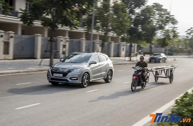 Ở chế độ Sport, Honda HR-V mạnh mẽ và ấn tượng hơn hẳn.