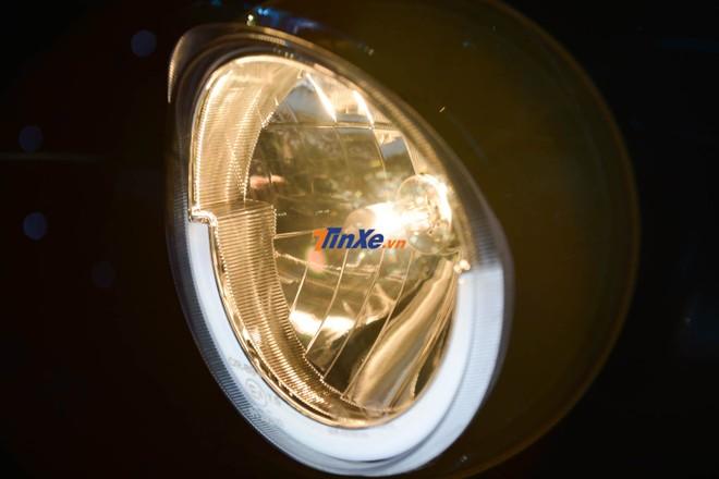 Đèn pha của UMG Motor Selena được trang bị hệ thống chiếu sáng Daytime Running Light
