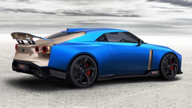 Nissan GT-R50 nhìn từ phía sau