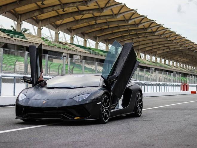 Lamborghini Aventador SVJ chỉ được sản xuất đúng 963 chiếc trên toàn thế giới