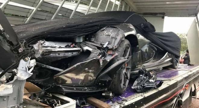 Và đây là hình ảnh của vụ tai nạn giữa chiếc xe chuyên dụng chở theo McLaren P1 và 1 xe tải