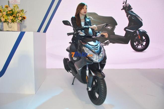 So với Honda Air Blade 125 cc, mẫu xe ga Pháp có công suất và mô-men xoắn cực đại yếu hơn