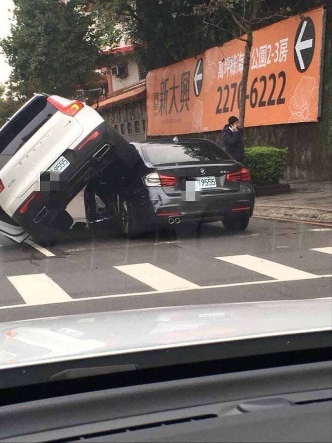 Chiếc Volvo XC40 không hề bị lật