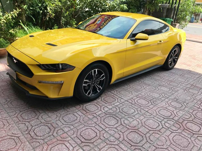 Hay chiếc Ford Mustang đời 2018 này mang màu vàng
