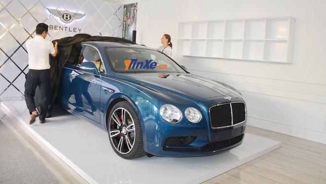 Bentley Flying Spur V8 S đầu tiên về Việt Nam mang màu sơn xanh Marlin