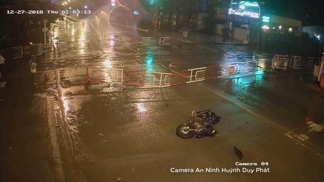 Chiếc xe máy của nam thanh niên bị hư hỏng nặng