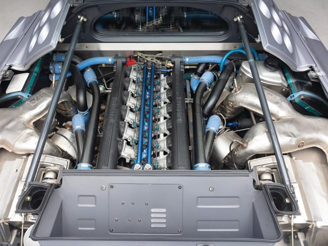 Bugatti EB110 Super Sport được trang bị động cơ V12, dung tích 3.5 lít