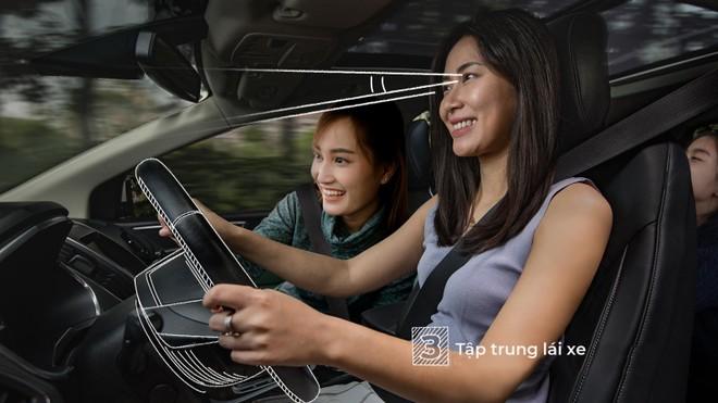 Không mất tập trung khi lái xe sẽ giúp chuyến đi an toàn hơn.