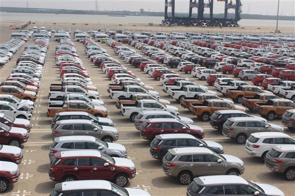 Hơn 1.800 ô tô dưới 9 chỗ ngồi đang nằm chờ tại cảng Hiệp Phước