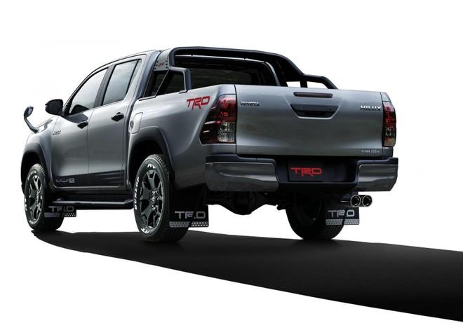Phía sau của ToyotaHilux Black Rally Edition