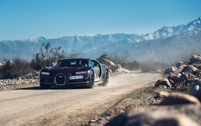 Bugatti Chiron sở hữu hệ truyền động là khối động cơ W16, dung tích 8.0 lít, 4 bộ tăng áp