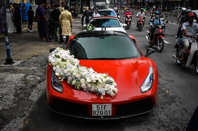 Siêu xe Ferrari 488 GTB làm xe hoa tại Sài thành