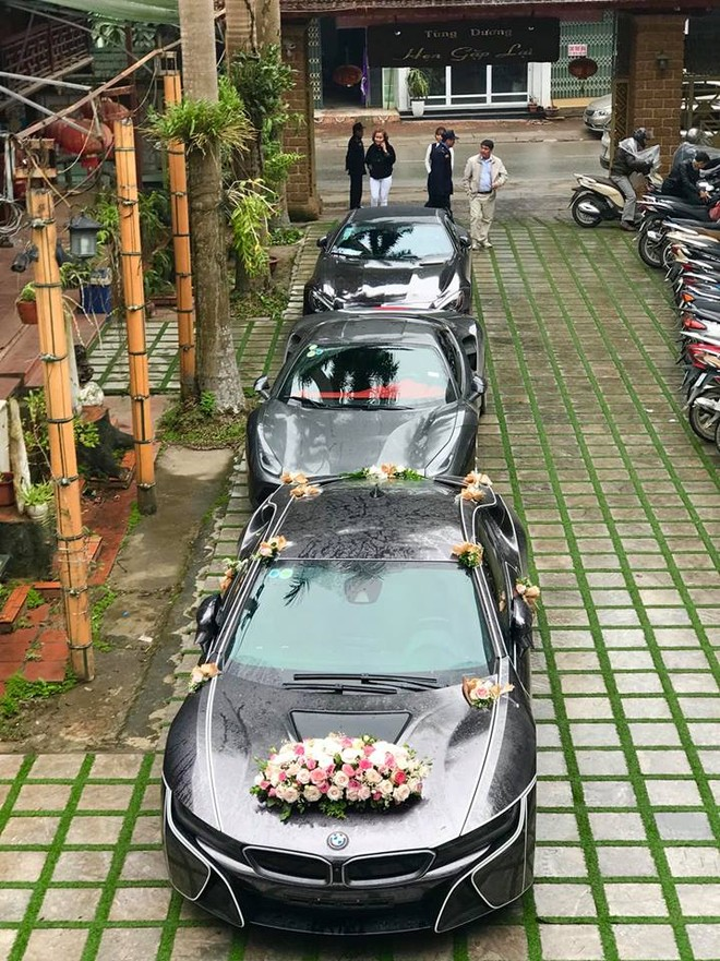 Rước dâu bằng siêu xe tại Hà Nội