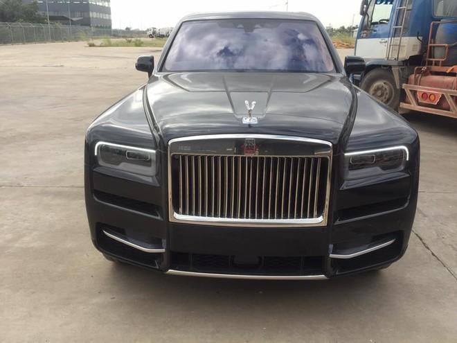 Rolls-Royce Cullinan tiếp tục hạ cánh Campuchia khiến giới nhà giàu Việt lại phát hờn