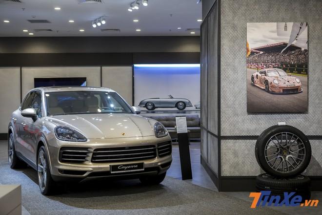 Trong khi đó, dòng xe SUV thể thao có đại diện là Porsche Cayenne 2018 với những đường nét mới tinh xảo và mượt mà.
