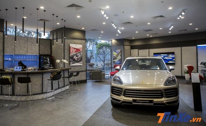 Những người đam mê Porsche hoàn toàn có thể nhâm nhi một ly cafe và ngắm nhìn những chiếc xe Porsche bên trong Không gian trưng bày mới của Porsche.