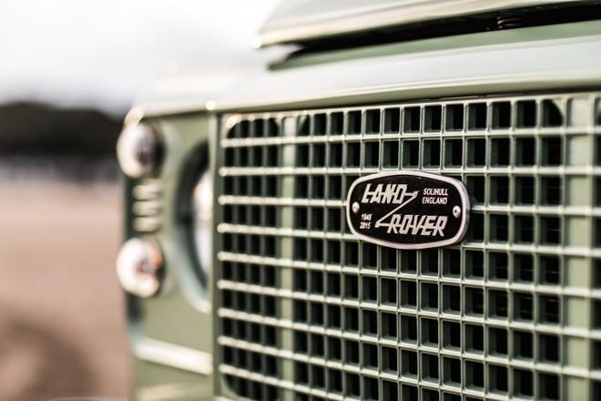 Lưới tản nhiệt cổ điển của Land Rover Defender Heritage Edition HUE 166