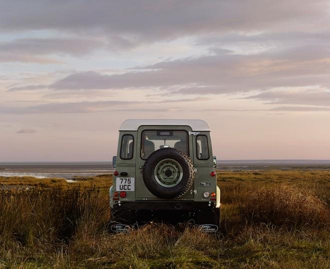 Chỉ có đúng 400 chiếc Land Rover Defender Heritage Edition HUE 166 xuất xưởng