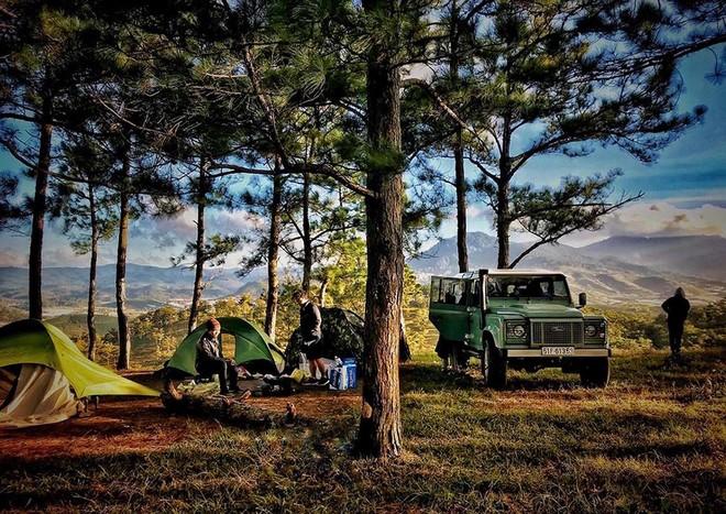 Xe của Tiến Đạt là chiếc Land Rover Defender Heritage Edition HUE 166 đầu tiên tại Việt Nam