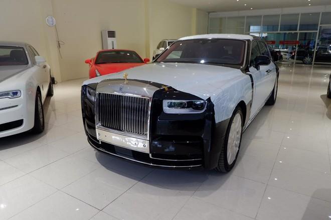 Công ty nhập khẩu tư nhân này còn có đến 6 chiếc Rolls-Royce khác cũng như chiếc Rolls-Royce Cullinan mới cập bến