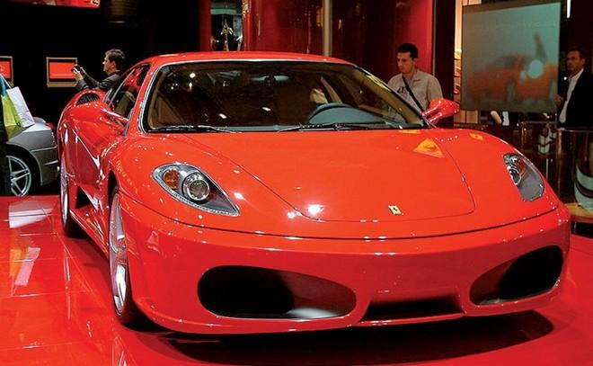 Siêu xe Ferrari F430 mà anh Adeli mua ở đại lý Mercedes-Benz đã nhanh chóng bị hỏng