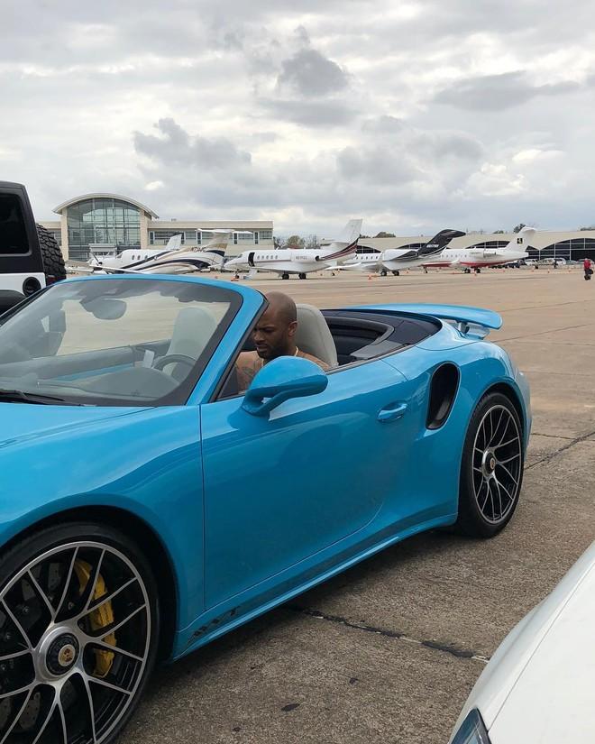 Porsche 911 Cabriolet màu xanh dương Miami Blue