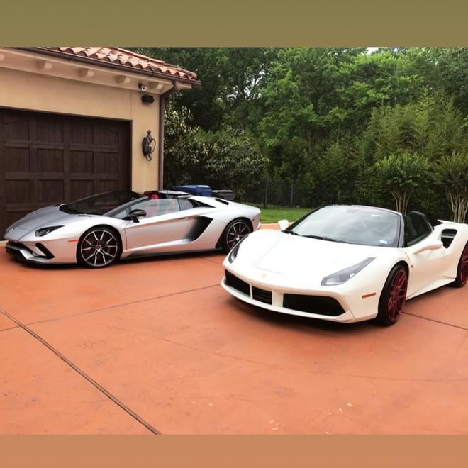 Cặp đôi Lamborghini Aventador Roadster và Ferrari 488 Spider