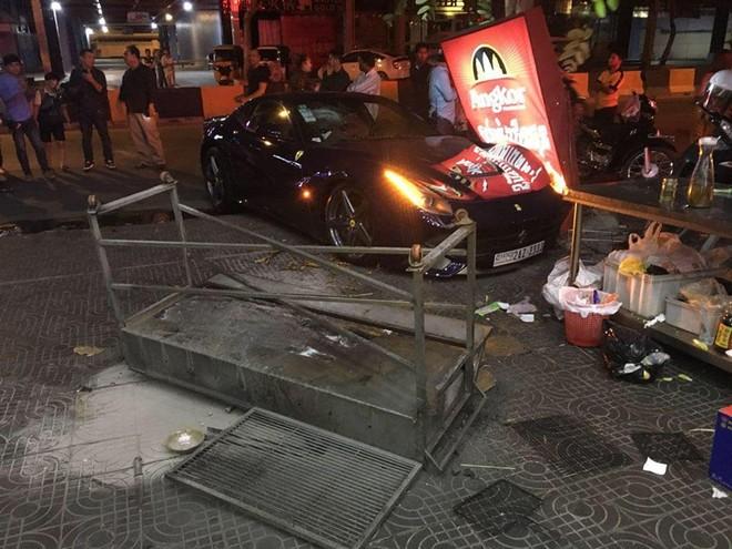 Hiện trường vụ tai nạn của siêu xe Ferrari F12 Berlinetta tại Campuchia trong ngày đầu tiên của năm 2019