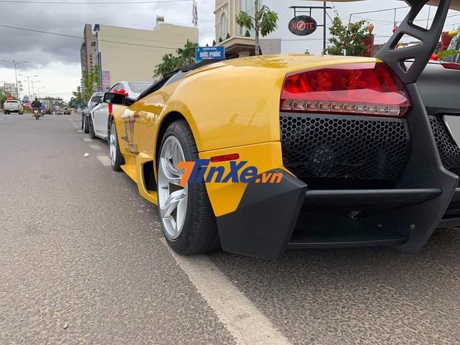 Cản va sau siêu xe Lamborghini Murcielago LP640 mui trần này đã được chủ nhân thay mới của phiên bản Lamborghini Murcielago LP670-4 SV