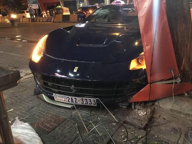 Chiếc siêu xe này bị hư hỏng nặng ngoại thất