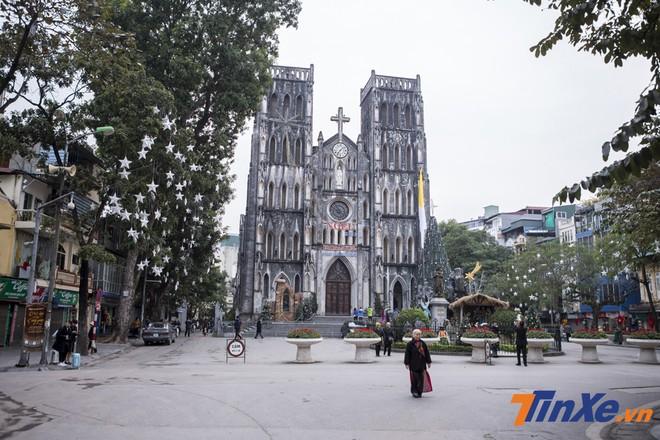 Nhà thờ lớn cũng khá bình yên trong buổi sáng đầu năm 2019.