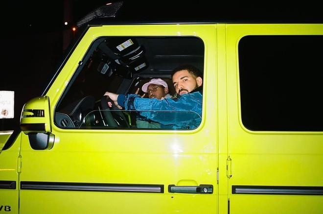 Drake cầm lái chiếc Mercedes-Benz G-Class